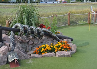 Snake adventure golf obstacle