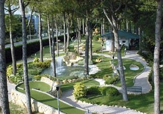 Overview of the Adventure Golf at Marina di Venezia