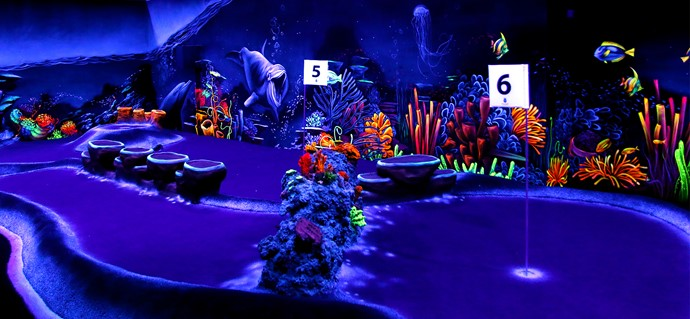 Blacklight reef adventure golf obstacle