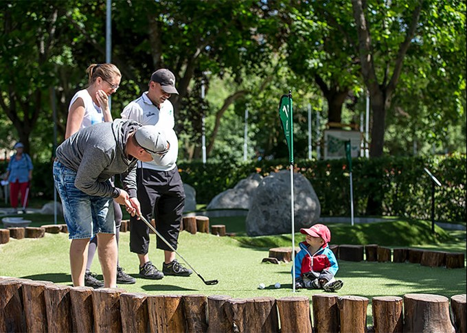 Family plays adventure golf
